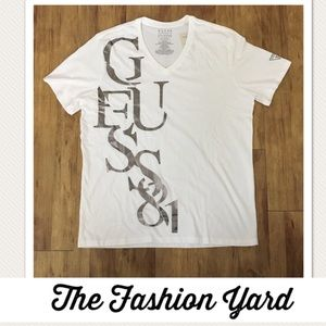 Guess  Men's T-Shirt  - XL